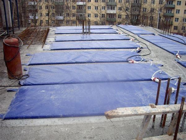 Как согреть грунт в холодное время года для проведения строительных работ?